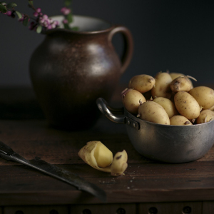 Stillleben mit Kartoffeln.